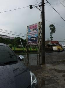 Sign ditepi jalan